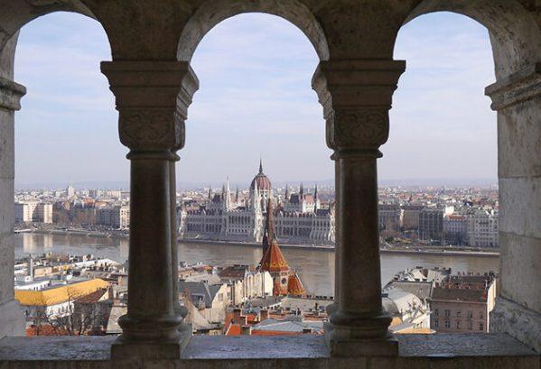 Zicht op Boedapest en het Parlement