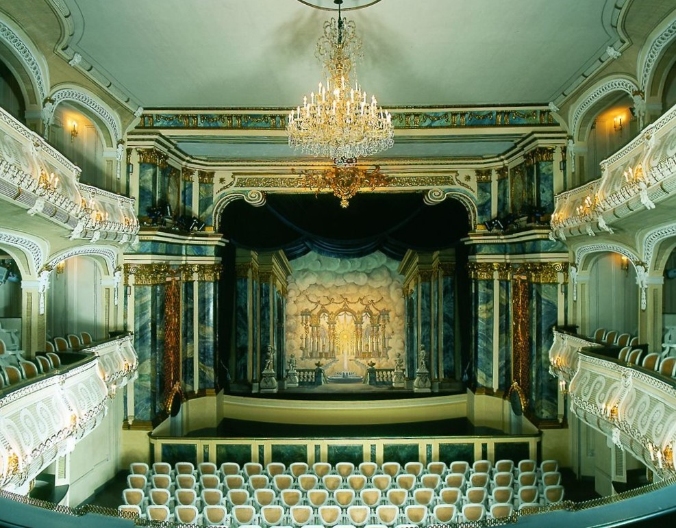 Podium van het laatbarokke theater in Schloss Schwetzingen