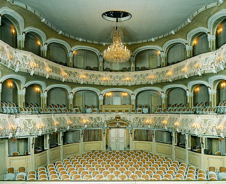 Zaal van het laatbarokke theater in Schloss Schwetzingen