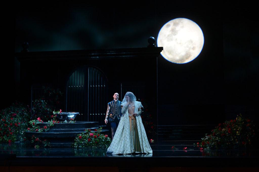 Carlo ziet Eboli aan voor zijn geliefde Elisabetta (Foto: San Francisco Opera/Dan Honda)