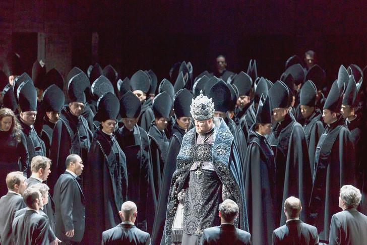 Carsens donkere enscenering van Don Carlo voor Straatsburg en Essen