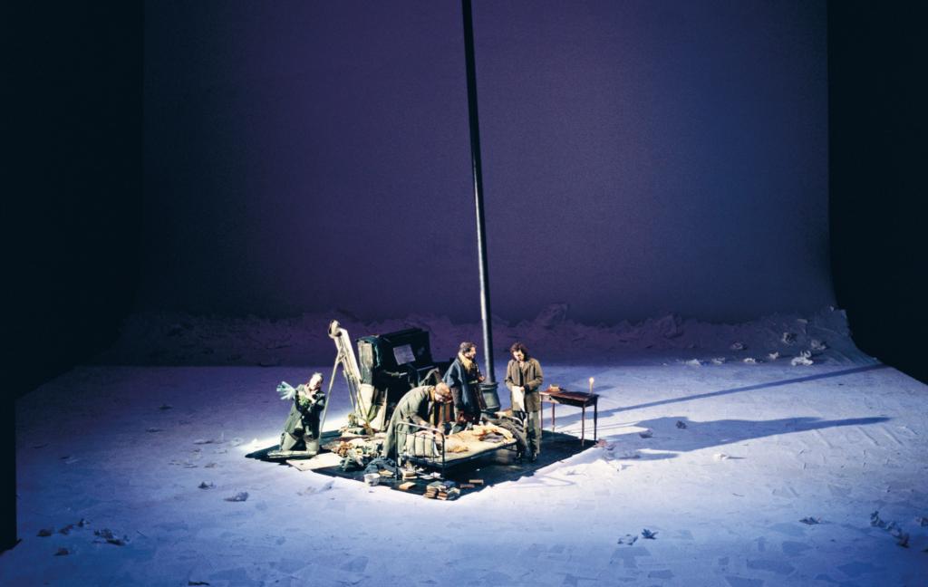 Eerste akte van La Bohème in Carsens enscenering voor de Vlaamse Opera