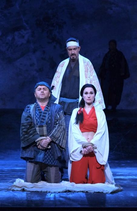 Léïla en Nadir gevangen en ter dood veroordeeld (Foto: Opéra Royal de Wallonie)