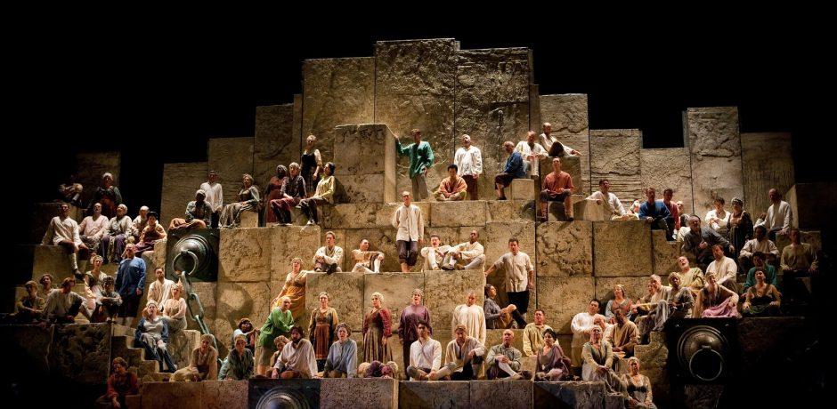 Het Slavenkoor in een productie van de Metropolitan Opera (Foto: Metropolitan Opera)