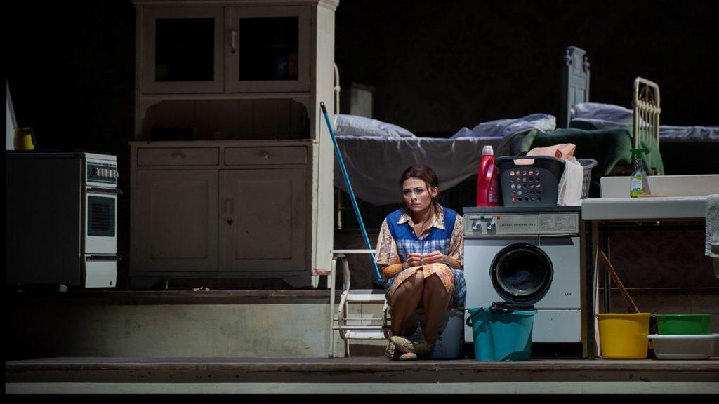 Isabel Leonard als Angelina: een echte voetveeg (Foto: Matthias Baus)