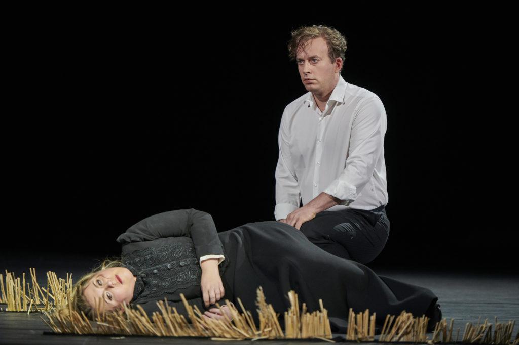 Daniel Behle als Lohengrin en Christina Nilsson als Elsa (Foto: Thomas Jauk, Stage Picture)