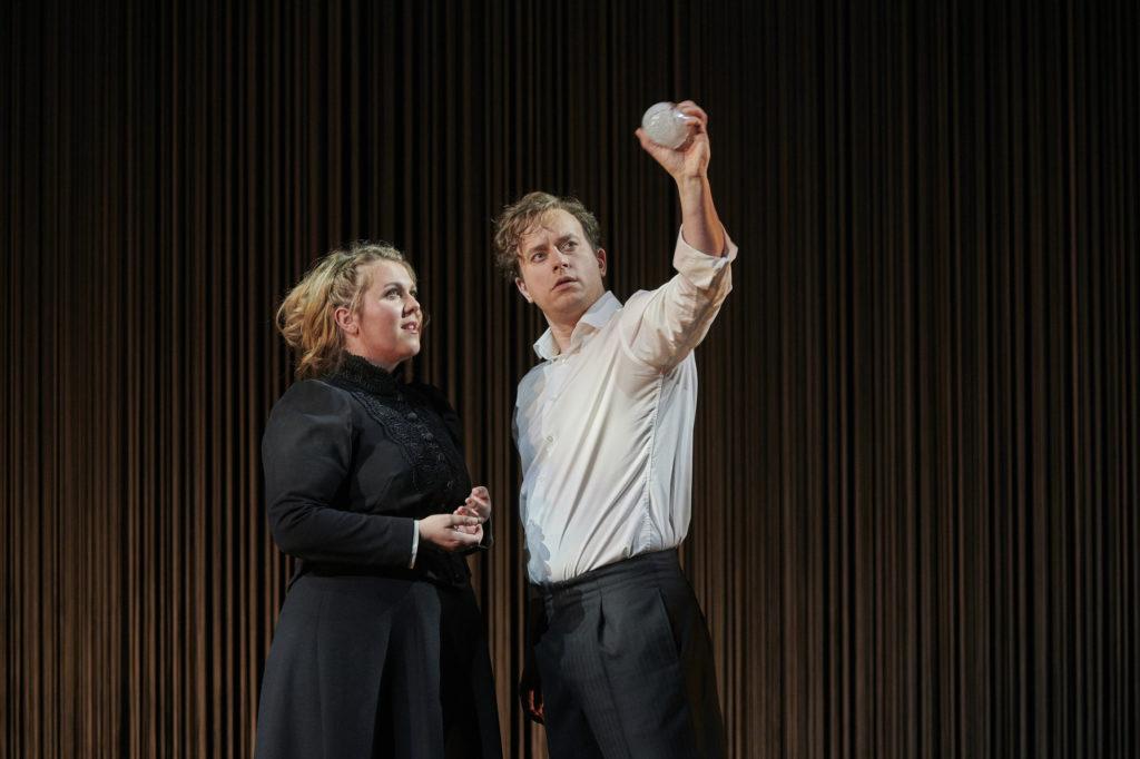 Christina Nilsson als Elsa en Daniel Behle als Lohengrin (Foto: Thomas Jauk, Stage Picture)