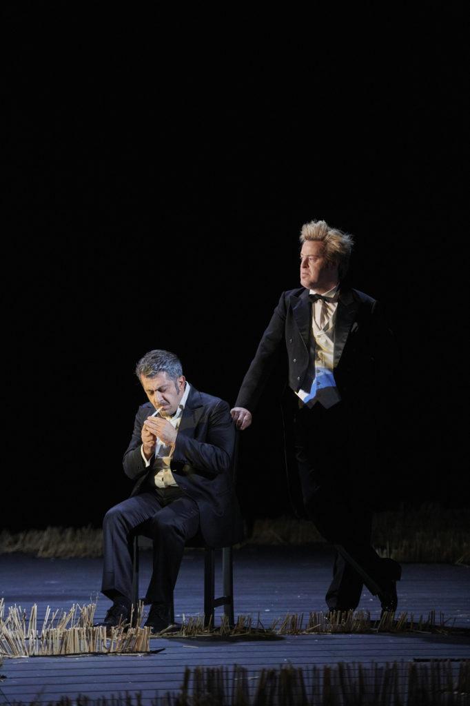Shavleg Armasi als Heinrich der Vogler en Morgan Moody als Heerrufer des Königs (Foto: Thomas Jauk, Stage Picture)