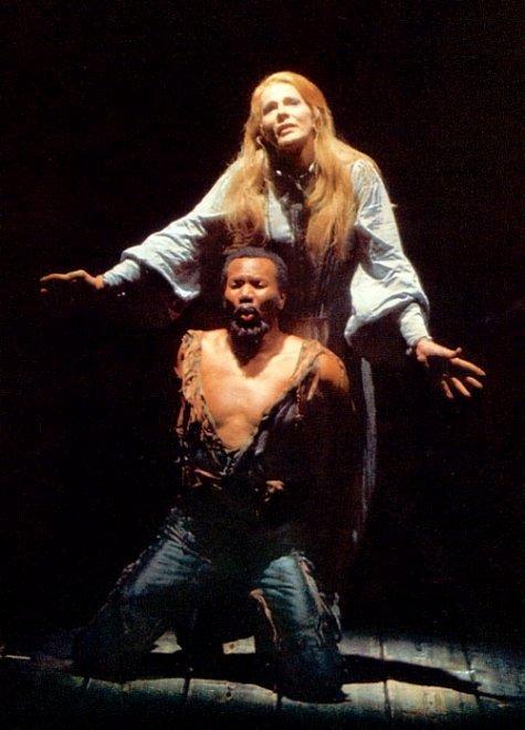 Lisbeth Balslev als Senta en Simon Estes als Holländer in Kupfers enscenering van Der fliegende Holländer voor Bayreuth