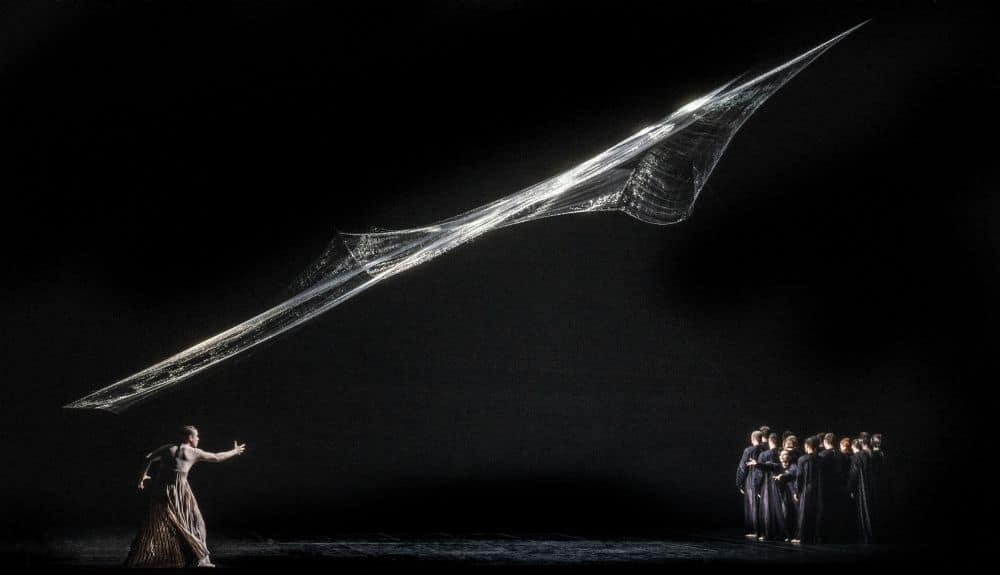 Scènefoto uit de veel geprezen nieuwe productie van L'Orfeo door de Nederlandse Reisopera (Foto: Marco Borggreve)