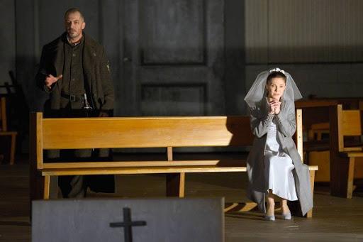 Ante Jerkunica als Marcel en Olesya Golovneva als Valentine: dramatisch en overtuigend (Foto: Bettina Stöß)